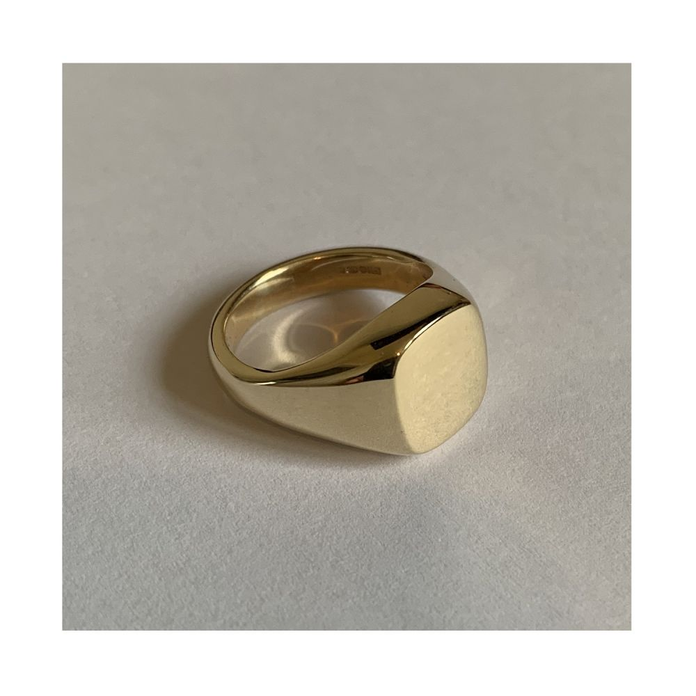 SALE 9ct Yellow Gold Cushion shaped Signet Rings 11x10mm 7.6g
